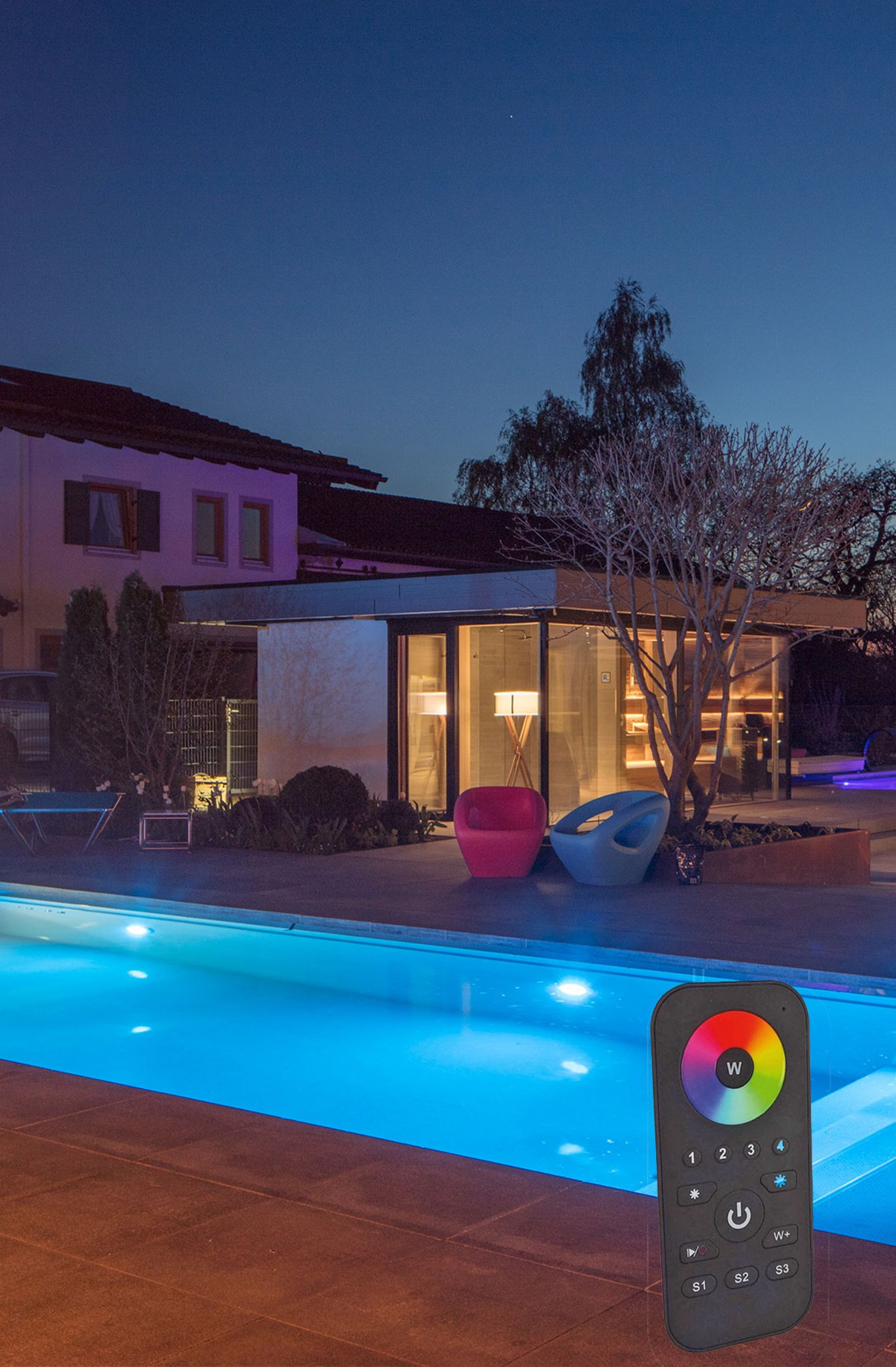 LED Spotlights Pool bei Nacht